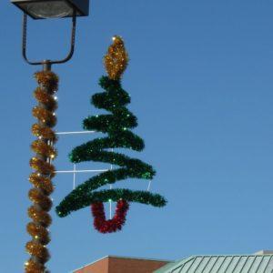 glitter zig zag tree pole display