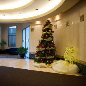 custom lobby christmas display